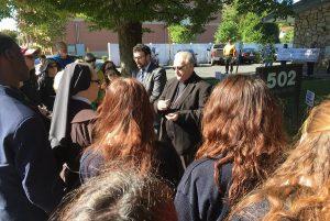 bishop-praying-at-sj-womens-center-16